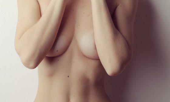 masser ses seins, poitrine